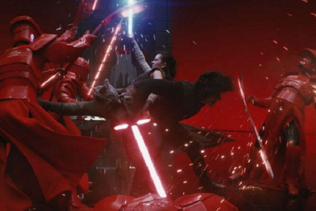 rey-kylo-ren-star-wars-last-jedi-footloose-music-fight-praetorian-guards